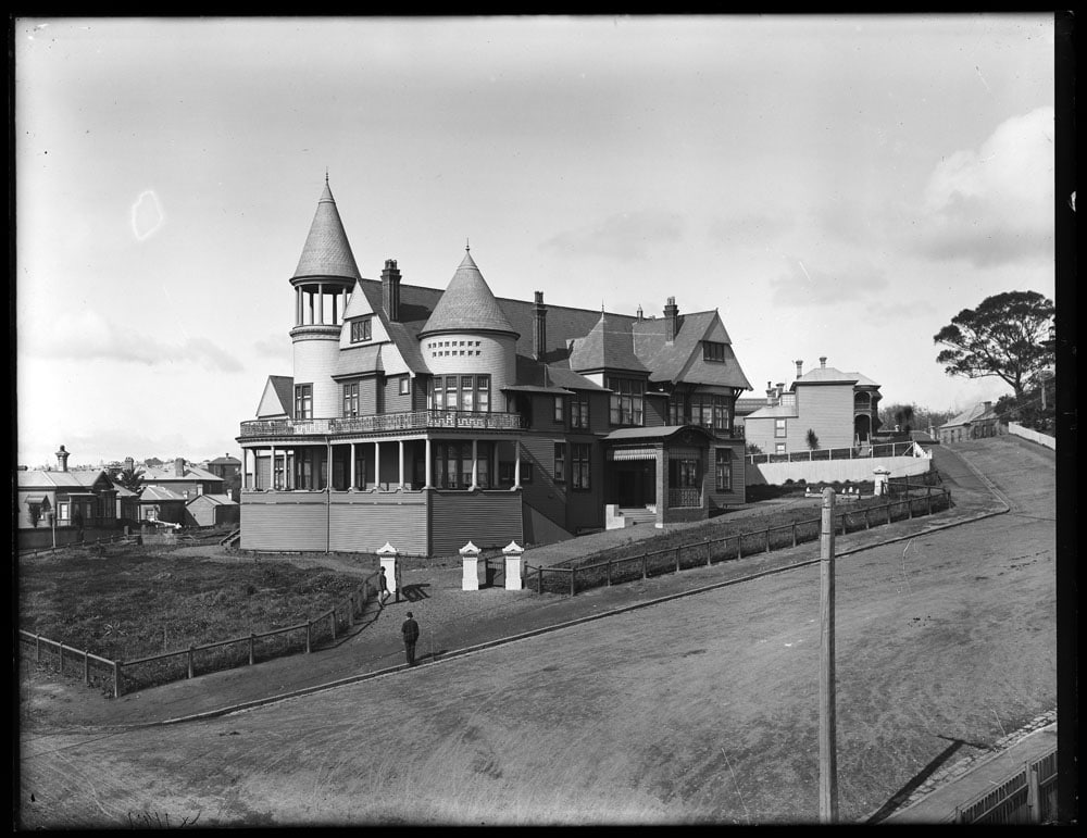 Admiralty House Auckland, August 1904; photographed by Henry Winkelmann - Sir George Grey Special Collections, Auckland Libraries, 1-W1148