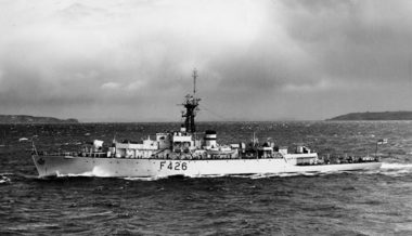 HMNZS Kaniere beam on (AAQ 0018 RNZN Museum)
