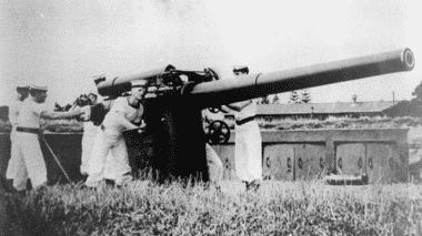 HMNZS Tamaki gunnery training on Motuihe [RNZN Museum AZB 0191]